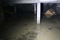 SAĞANAK YAĞIŞ - Otoparkı Su Bastı, Araçlar Suya Gömüldü