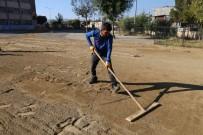 SIIRT BELEDIYESI - Toprak Olan Okul Bahçelerine Kilitli Parke Taşı Döşendi