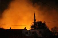 İŞ MAKİNESİ - Antalya'da Yerleşim Alanlarını Tehdit Eden Orman Yangını Kontrol Altına Alındı