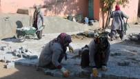TÜRKIYE İŞ KURUMU - Kadın Başkanın, Kadın İşçileri Erkeklere 'Taş' Çıkarttı