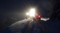 İŞ MAKİNESİ - Kar Nedeniyle Mahsur Kalan 22 Kişi Kurtarıldı