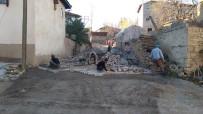 İL GENEL MECLİSİ - Köyde Parke Taşı Döşeme Çalışması