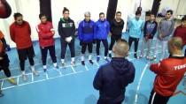 MEHMET AKIF ERSOY ÜNIVERSITESI - Milli Boksör Sema'nın Hedefi Dünya Şampiyonluğu