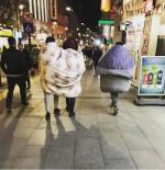 HAVA SICAKLIĞI - Soğuğa Karşı Sokakta Yorganla Dolaştılar