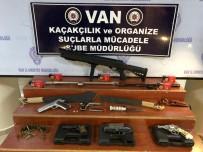 HAVAİ FİŞEK - Van'da Ruhsatsız Tabanca Ve Tüfek Ele Geçirildi