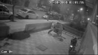 GÜVENLİK KAMERASI - 1 Dakikada Park Halindeki Motosikleti Çaldı