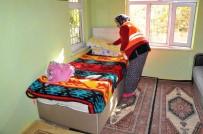 EV TEMİZLİĞİ - Akşehir Belediyesinin Yaşlılara Evde Temizlik Hizmeti Sürüyor