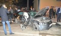 TİCARİ ARAÇ - Bafra'da Trafik Kazası Açıklaması 4 Yaralı