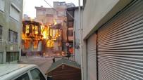 KAYHAN - Bursa'da Tarihi Çarşıdaki Ahşap Bina Alev Alev Yandı...Binanın Yangınla Çökmesi Kameraya Yansıdı
