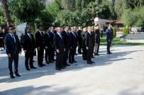 FUAT OKTAY - Cumhurbaşkanı Yardımcısı Oktay, Boğaz Şehitliğini Ziyaret Etti