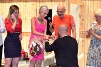 TİYATRO OYUNCUSU - İpek Tanrıyar'a Sahnede Sürpriz Evlilik Teklifi
