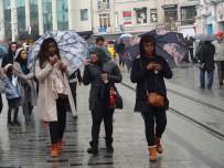YAĞIŞ UYARISI - İstanbul'da Sağanak Yağış Etkili Oluyor