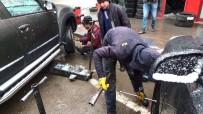 HAKAN CAN - Kar Yağdı, Sürücüler Oto Lastikçilere Akın Etti