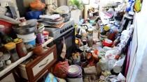 KÖPEK - Karaman'da Bir Evden 8 Kamyon Çöp Çıkarıldı