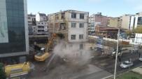YAYALAŞTIRMA - Meydandaki Son Bina Da Yıkılıyor