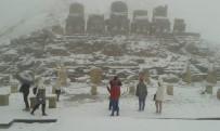 NEMRUT - Nemrut Dağı'nda Turistlere Tipi Ve Sis Engeli