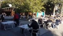 DEMOKRASİ PARKI - Öğrenciler Yararına Kermes Düzenledi