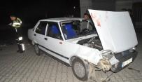 MOTOSİKLET SÜRÜCÜSÜ - Otomobil İle Motosiklet Çarpıştı Açıklaması 1 Yaralı
