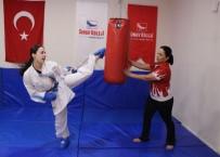 ANADOLU LİSESİ - Hem Annesi Hem Antrenörü Açıklaması 'Karateci Anne-Kız'