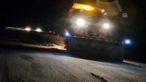 MAHSUR KALDI - Tendürek Geçidi'nde Kar Yağışı Nedeniyle Araçlar Mahsur Kaldı