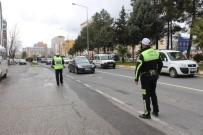 ADIYAMAN VALİLİĞİ - Adıyaman'da Yolcu Ve Yük Taşımacılığı Yapan Araçlara Kış Lastiği Zorunluluğu
