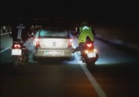 MOTOSİKLET SÜRÜCÜSÜ - Bozulan Aracı 30 Kilometre Ayakları İle İttiler