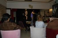 ALTUNTAŞ - Bu Kafede Oyun Oynamak Yasak Tiyatro Gösterimi Serbest