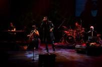 Gökhan Kırdar Yeni Şarkılarını İlk Defa Üsküdar'da Söyledi
