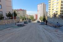 TALAS BELEDIYESI - Kiçiköy Mahallesine Kaldırım Ve Otopark