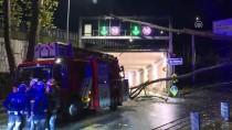 ÇAYıRBAŞı - Sarıyer'de Tünel Girişine Devrilen Ağaç Yolu Trafiğe Kapattı