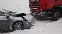 GÜLDEREN - Sivas'ta İki Ayrı Trafik Kazası Açıklaması 1 Ölü, 6 Yaralı