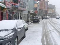 KARAYOLLARI - Sivas'ta Kar Yağışı Etkili Oluyor