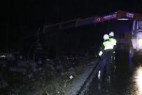 DİREKSİYON - Denizli'de Trafik Kazası Açıklaması 1 Çocuk Öldü, 5 Yaralı