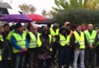 PROTESTO - Fransa'da 'Sarı Yelekler'den Hükümete Zam Protestosu