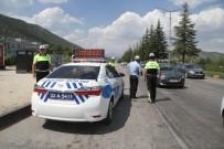 SÜLEYMAN DEMIREL ÜNIVERSITESI - Isparta'da Drift Yapan 2 Sürücüye 11 Bin 22 Lira Ceza