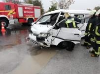 DİREKSİYON - Kamyonet Tıra Arkadan Çarptı Açıklaması 1 Yaralı