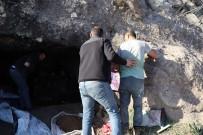 HELENISTIK - Kaya Mezarı Kazarken Yakalandı, Savunması Şaşırttı