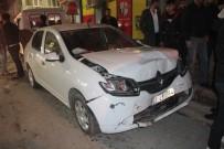 POLİS EKİPLERİ - Otomobil İle Minibüs Çarpıştı Açıklaması 7 Yaralı