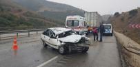 GÖKÇEÖREN - Otomobil Tıra Çarptı Açıklaması 3 Yaralı