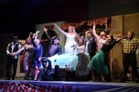 BINBIR GECE MASALLARı - 'Şoför Nebahat' Tiyatrosuna Gelen İzleyiciler Salona Sığmadı
