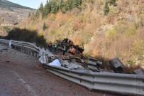 Tuğla Yüklü Kamyon Şarampole Yuvarlandı Açıklaması 2 Ölü, 1 Yaralı
