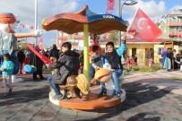 YÜRÜYÜŞ YOLU - Tuşba Altıntepe Mahalle Parkı Hizmete Açıldı