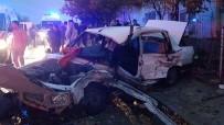 HUZUR MAHALLESİ - Eskişehir'de Trafik Kazası Açıklaması 2 Ölü, 5 Yaralı