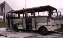 KARAVAN - Isınmak İçin Kurulan Soba Otobüsü Yaktı