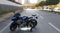 MEHMET ÖZÇELIK - Motosiklet Refüje Çarptı Açıklaması 1 Ölü