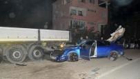 DİREKSİYON - Otomobil Park Halindeki Tıra Çarptı Açıklaması 2 Yaralı