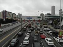 SOLMAZ - (Özel) Son Günde Vatandaşlar Akın Etti, Trafikte Kilometrelerce Kuyruk Oluştu