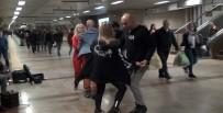 SOKAK SANATÇILARI - Taksim Metrosunda Dans Rüzgarı