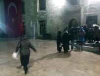 MÜFTÜ YARDIMCISI - Mevlit Kandili'nde Vatandaşlar Yağmura Rağmen Eyüp Sultan Camii'ne Akın Etti
