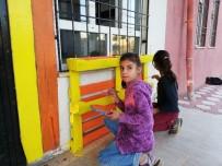 Öğretmen Ve Öğrenciler El Ele Vererek Okulu Renklendirdi